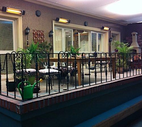 Карбоновый обогреватель Veito Blade S на террасе ресторана